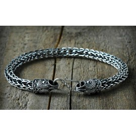 Single weave flexible Viking style bracelet with raven terminals